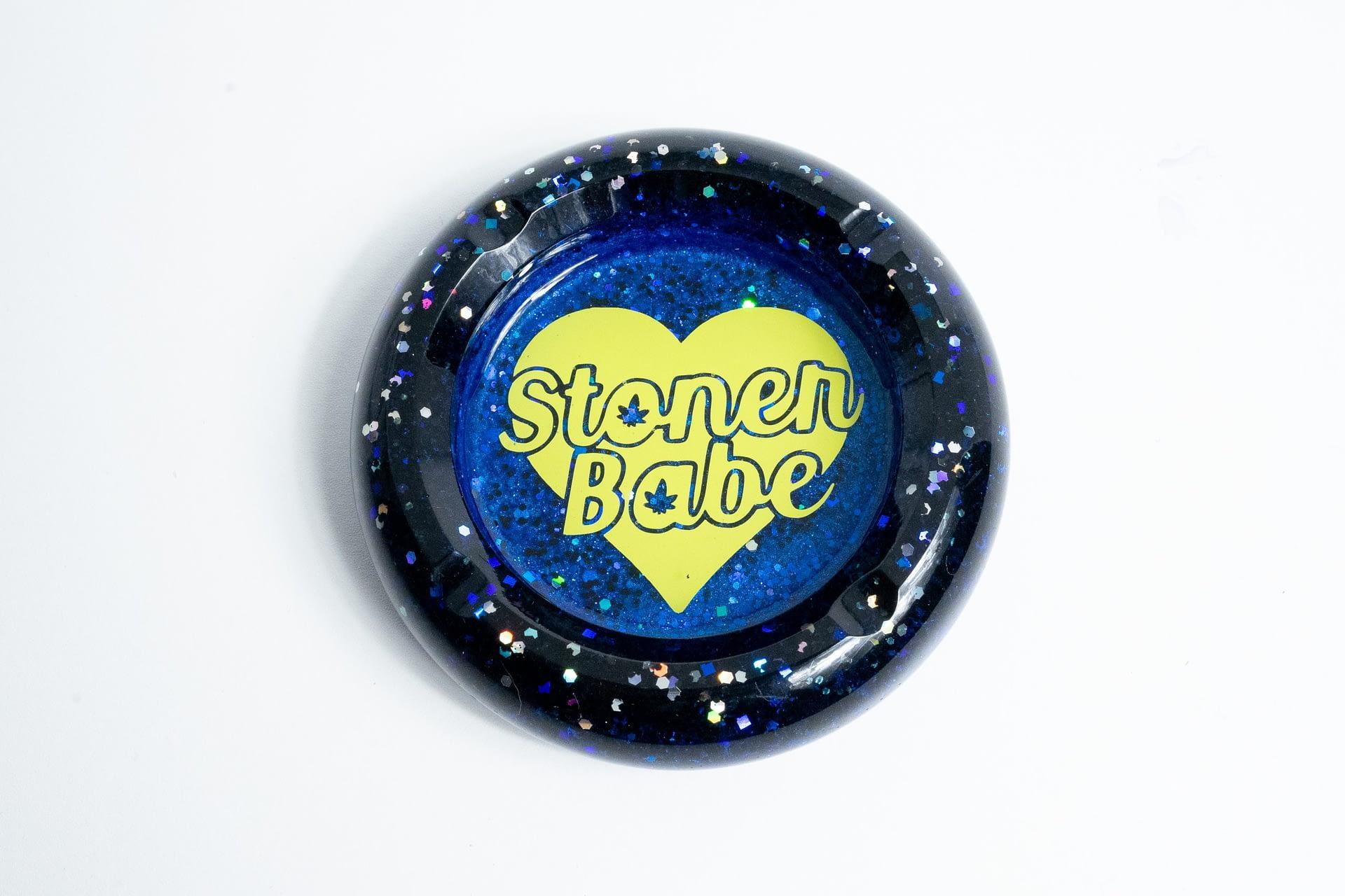 Stoner Babe Ashtray – Black & Blue